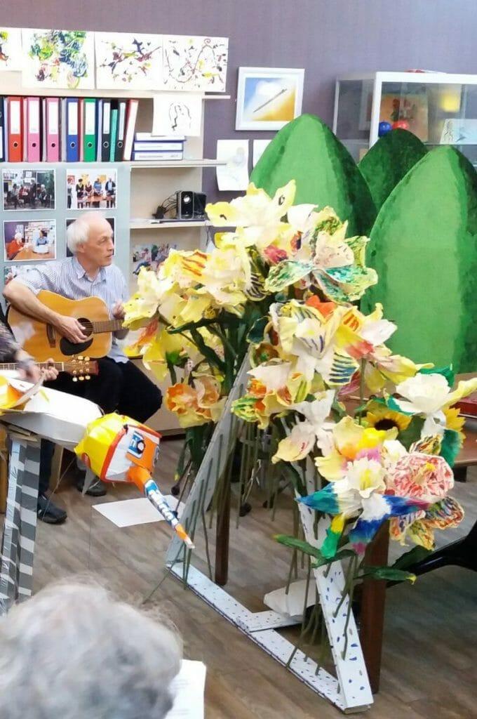 bloemenpiramide en coniferen